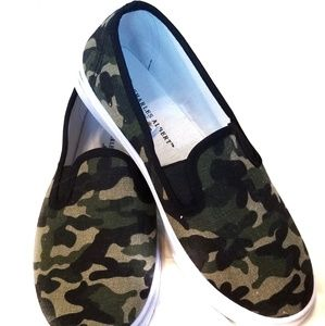 Charles Albert Size 8 Camouflage Slip On Shoe.